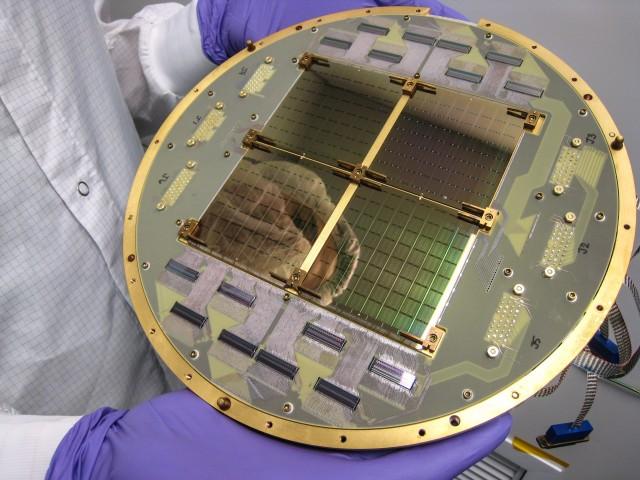바이셉2 망원경에는 우주배경복사를 측정하는 볼로미터(에너지 측정 장치) 512개가 들어간 패널이 장착돼 있다. - Anthony Turner, JPL 제공
